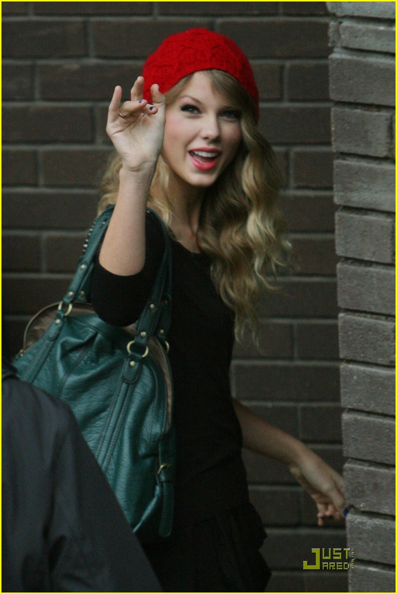 c28c604a0e3 Taylor Swift  Red Beanie Beauty