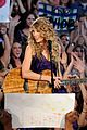 taylor swift sweeps cmas 05