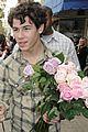 nick jonas roses fans 12