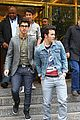 kevin jonas puckers nick pinches 03