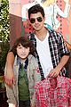 joe jonas frankie gifting 08