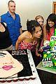 selena gomez cake convention 06