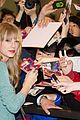 taylor swift tokyo airport 05