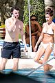 joe jonas kevin jonas girls poolside 02