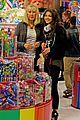 zendaya candy shopping cutie 03