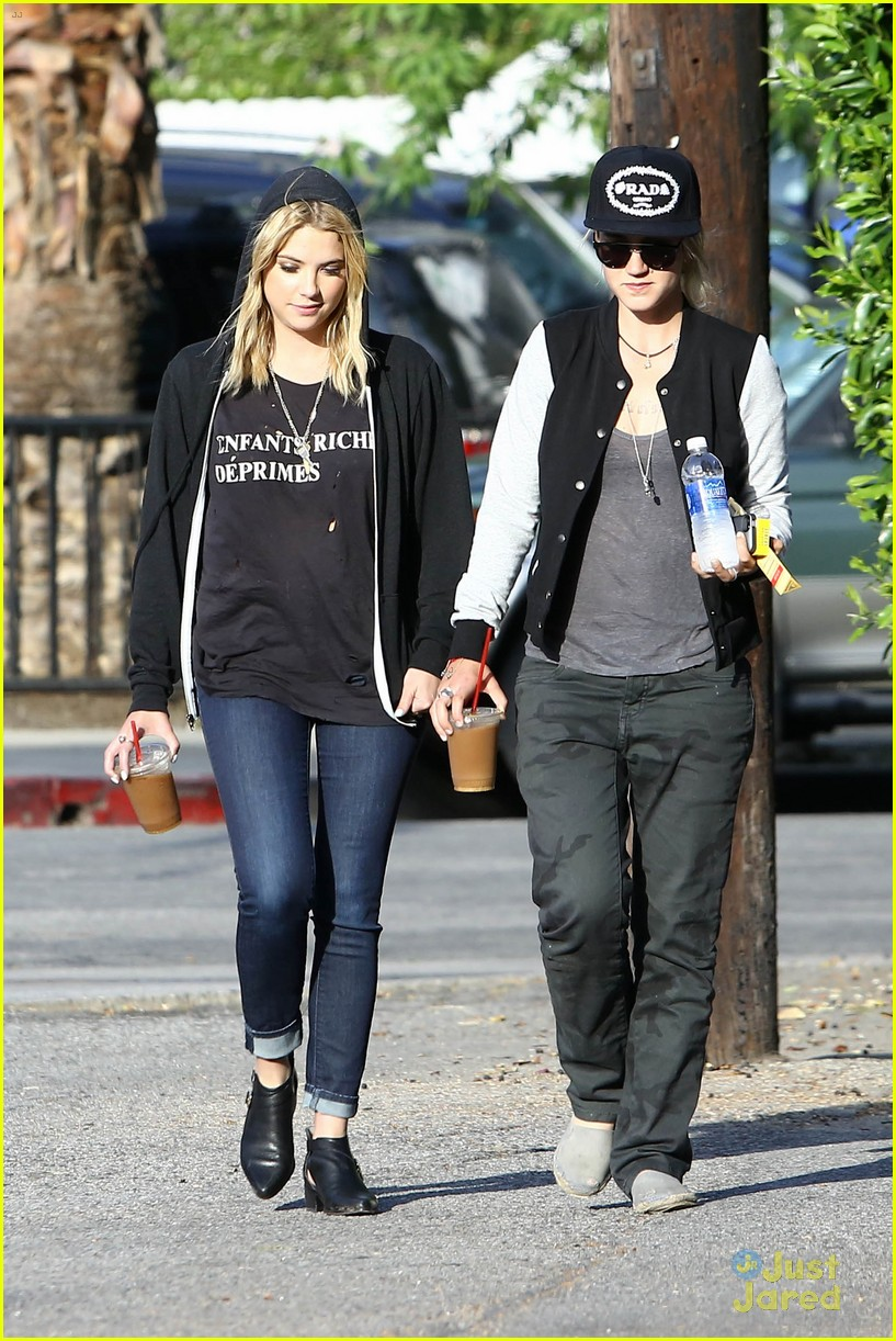 Ashley Benson I M Not Dating My Pretty Little Liars Co Stars Photo 563949 Ashley Benson Pictures Just Jared Jr
