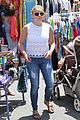 ariel winter farmily fun at the farmers market 22