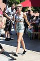 miley cyrus trader joes shopping 03