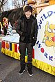 austin mahone macys thanksgiving parade 02
