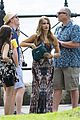 sarah hyland ariel winter modern family holiday episode australia 25