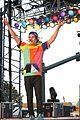austin mahone flashes abs sunfest 04