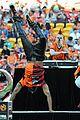 jason derulo jumps around at the australian football a league grand final01