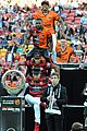 jason derulo jumps around at the australian football a league grand final08