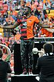 jason derulo jumps around at the australian football a league grand final12