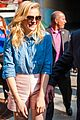 chloe moretz mobbed by fans if i stay chicago cupcakes 04