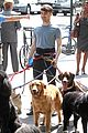daniel radcliffe dog walker trainwreck nyc set 24