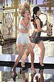 taylor swift performs shake it off live for first time at mtv vmas 2014 watch now 01