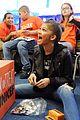 zendaya surpsise visit nyc elementary school 14