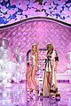 lily aldridge karlie kloss share moments with taylor swift 07