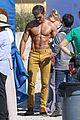 zac efron robert de niro have shirtless contest on set 31