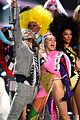 miley cyrus mtv vmas 2015 performance 01