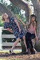 sarah hyland julie bowen hide tree modfam filming 07