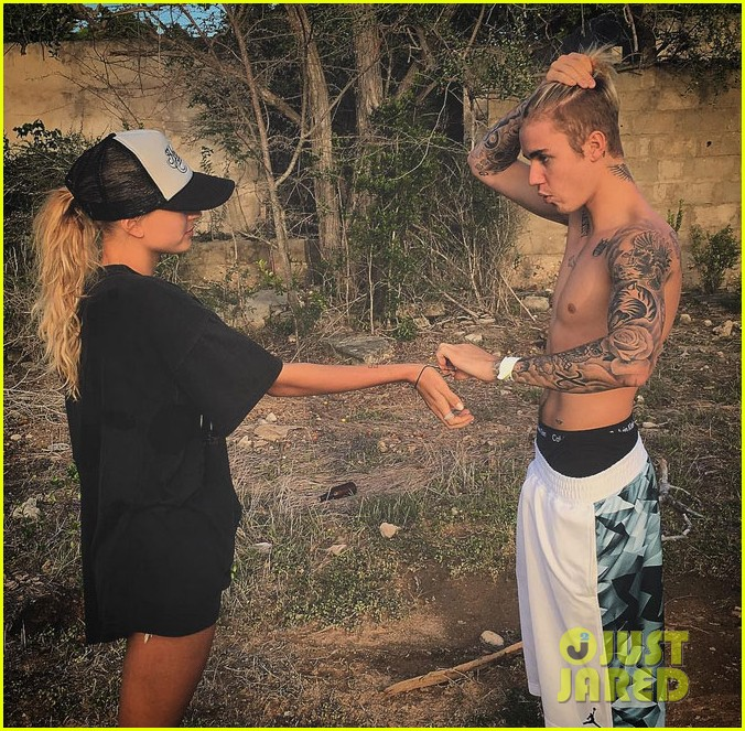 how is justin bieber dating 2016