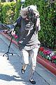 khloe kardashian kendall jenner kylie jenner disguise run from photographers 12