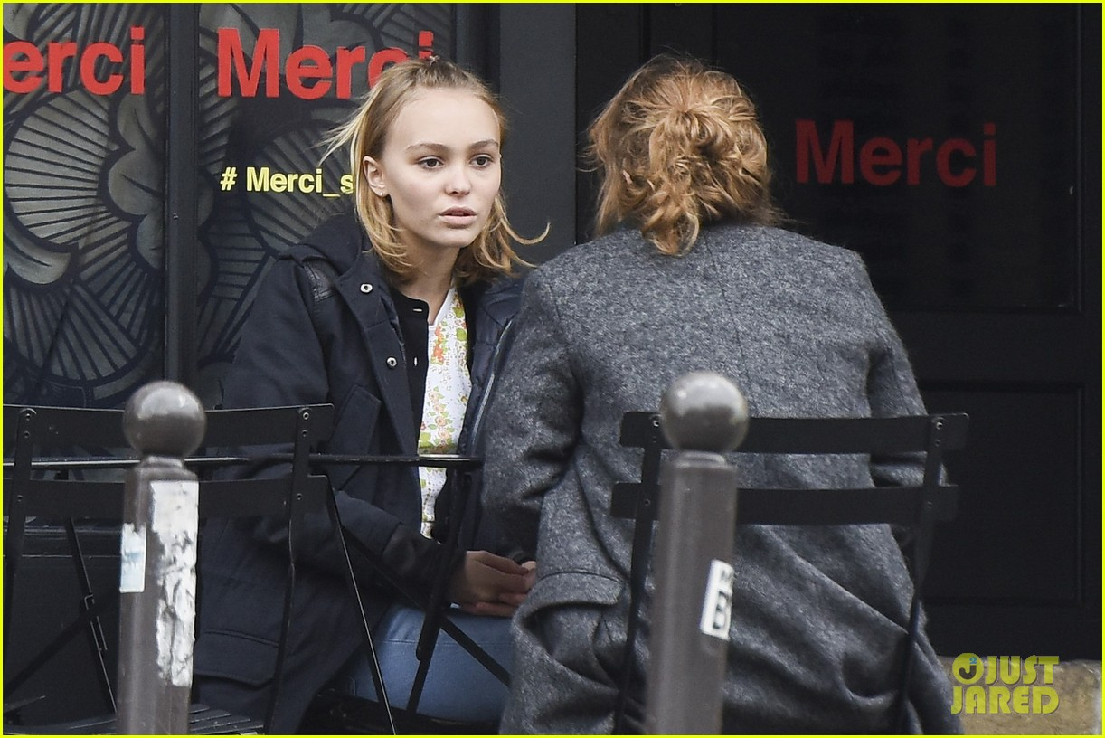 Lily-Rose Depp Lunches it Up in Paris!: Photo 946453 | Lily