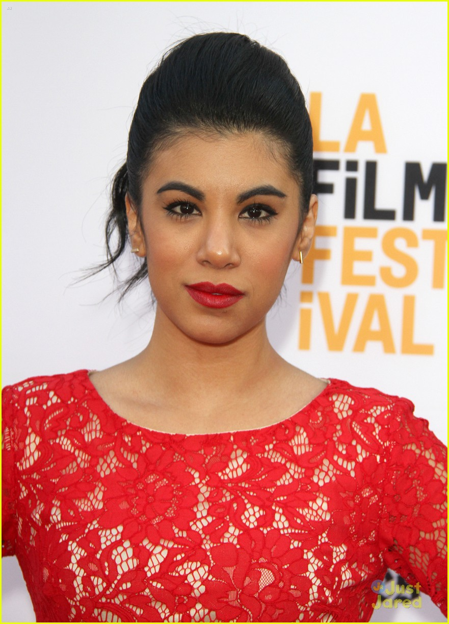 Chrissie Fit Joins Madison Wolfe at 'Conjouring 2' Premiere