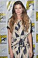 peyton list riley smith frequency 2016 comic con 19