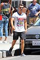 joe jonas grabs lunch with model pal juliana herz 19