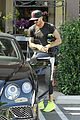 david beckham son brooklyn grab smoothies after cycling class02226
