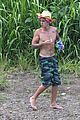 justin bieber shirtless in hawaii 03