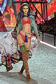 gigi bella hadid strut their stuff victorias secret fashion show 05