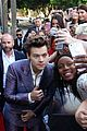 harry styles rocks snazzy purple suit at 2017 aria awards 07