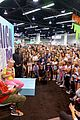 jojo siwa keeps it coloful while hanging with fans at vidcon 2018 09