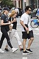 joe jonas sophie turner spend the day with their moms in nyc 21