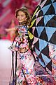 gigi hadid bella hadid victorias secret fashion show 2018 21