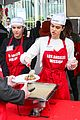 amelia delilah hamlin volunteer to dish out holiday meals 04