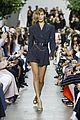 kaia bella gigi walk kors runway pics 06
