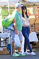 victoria justice farmers market with her dad 02