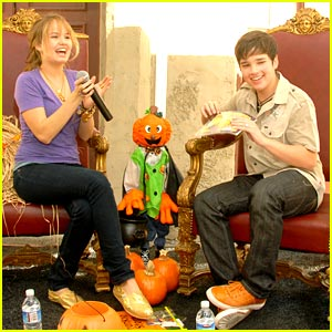 Nathan Kress Reads The Littlest Pumpkin
