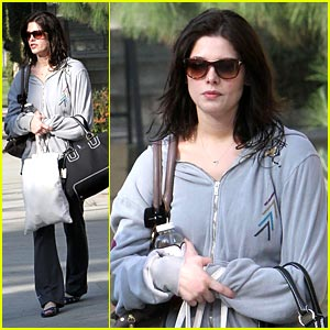 Ashley Greene Sees An Apparition