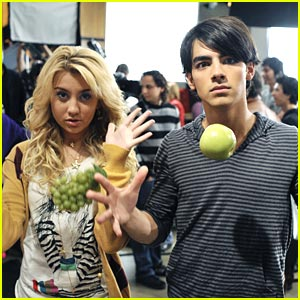 Chelsea Staub & Joe Jonas: Magic Mates