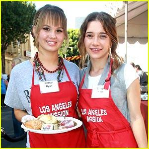 Debby Ryan & Olesya Rulin Serve Thanksgiving Meals