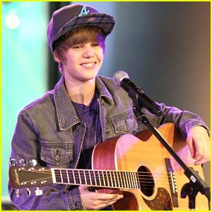 Justin Bieber Fractures His Foot