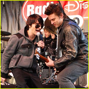 Mitchel Musso Warms Up The Magnificent Mile