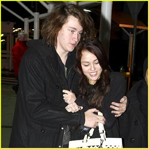 Miley Cyrus Bundles Up with Braison