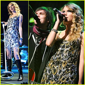 Taylor Swift Jingles All The Way